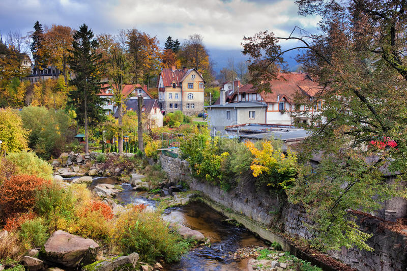 在Szklarska Poreba镇的秋天在波兰 库存照片