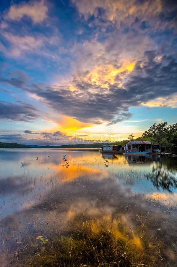 在Ta Dung湖的日落在Dak Nong,越南 库存照片
