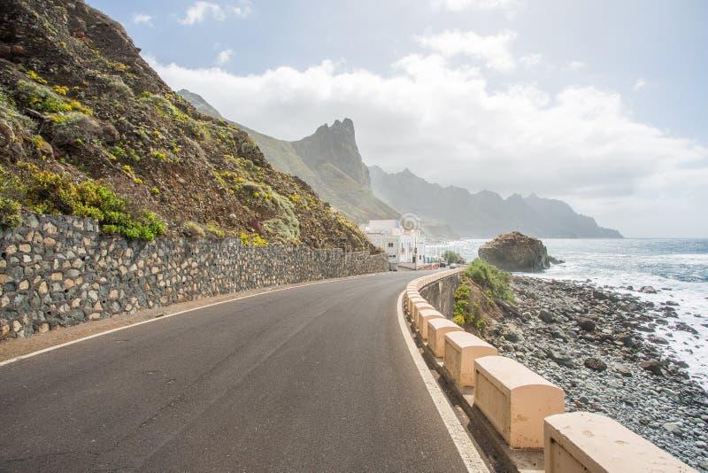 在Tagana村庄附近的海岸线在特内里费岛海岛上 免版税库存图片