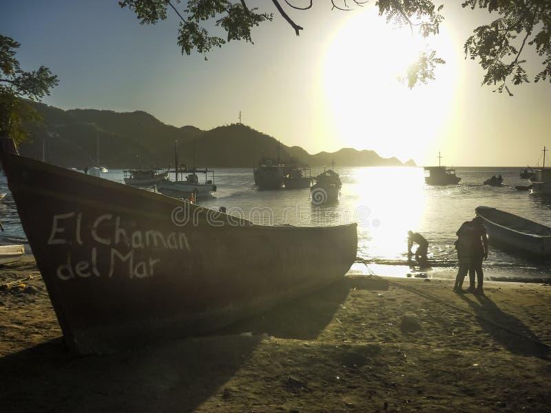 在Taganga海湾的渔船在哥伦比亚 免版税库存图片