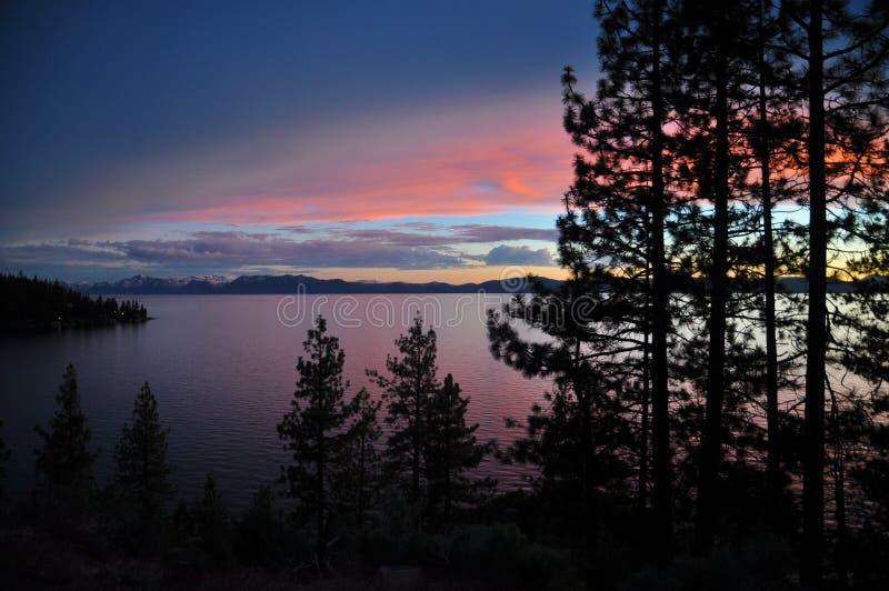 在Tahoe湖的日落 免版税库存图片