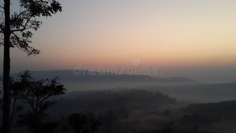 在Takian Ngo山的太阳上升 库存图片