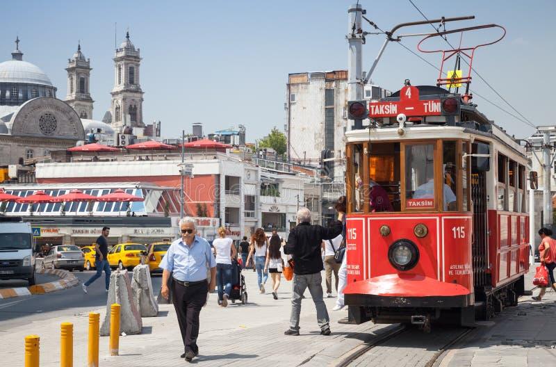 在Taksim广场的电车在伊斯坦布尔,土耳其 免版税库存照片
