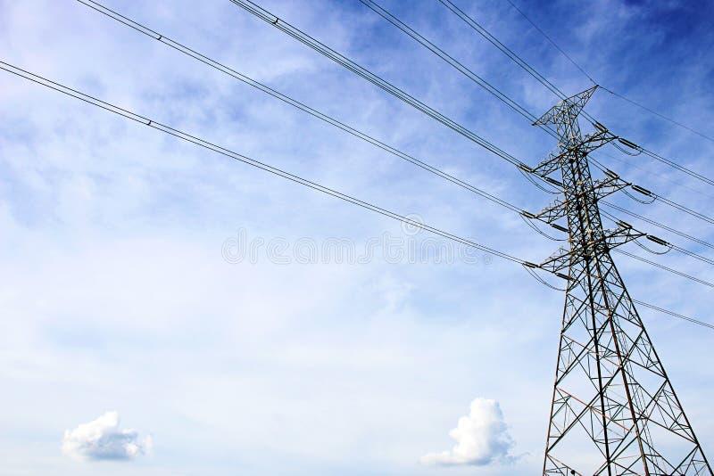 在Talingchan,曼谷泰国附近的电传输塔 库存照片