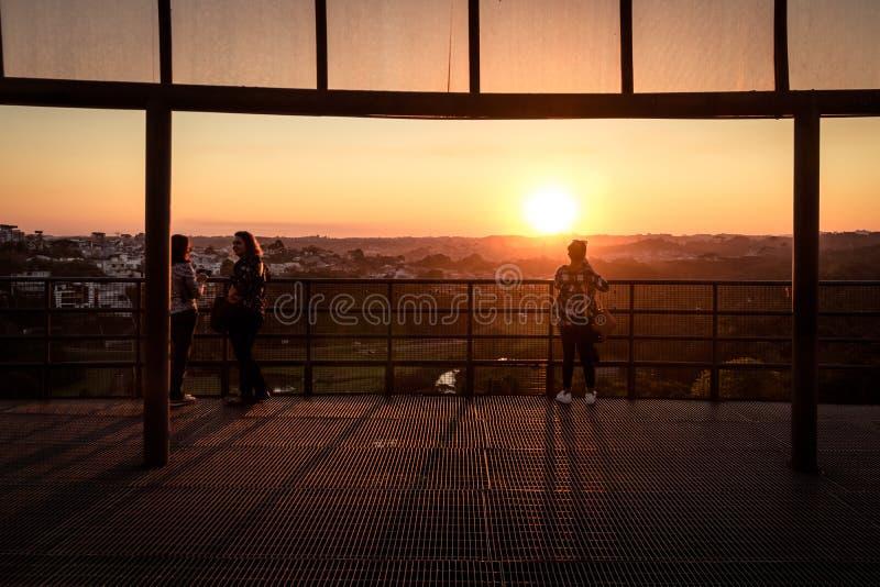 在Tangua公园-库里奇巴,巴拉那,巴西观点的日落  免版税库存照片