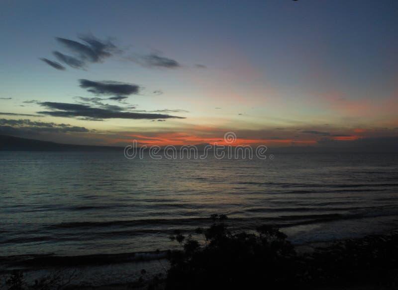 在Tanon海峡的美好的热带日落 库存图片