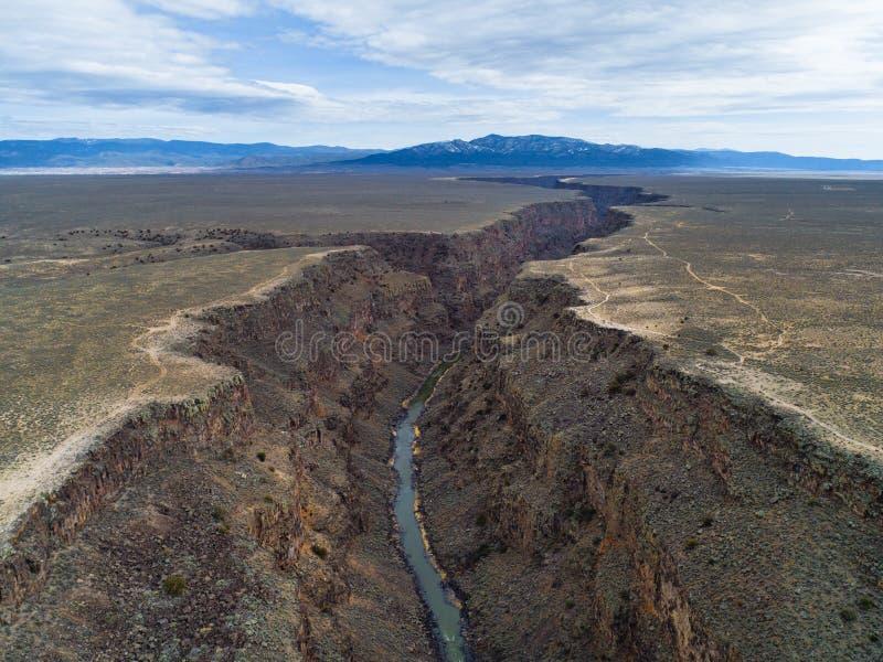 在Taos,新墨西哥附近的里奥格兰德峡谷 库存照片