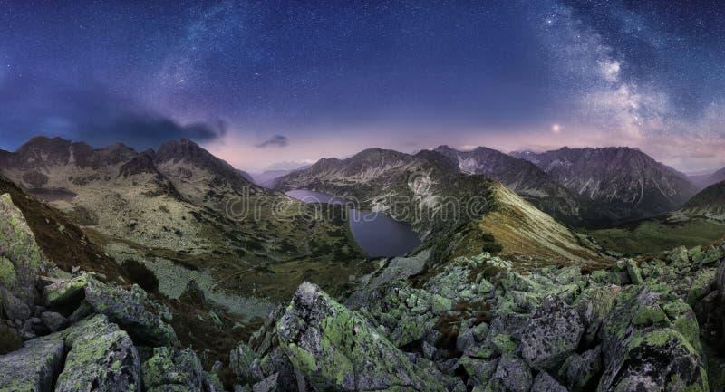 在Tatras山全景,从Hladke Se的斯洛伐克的银河 免版税库存照片