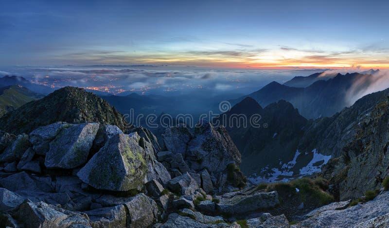 在Tatras山全景,波兰的银河 免版税图库摄影