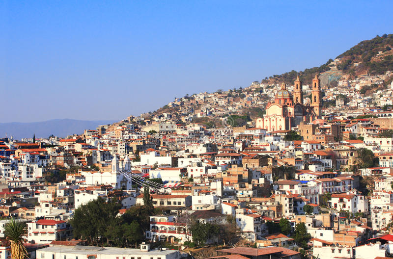 在Taxco de阿拉尔孔市和圣诞老人Prisca教区教堂,我的看法 库存照片