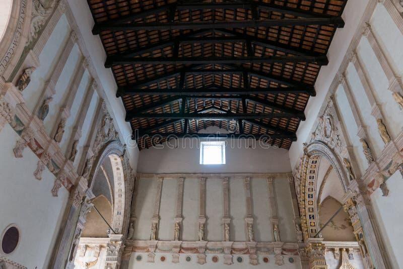 在Tempio意味马拉泰斯塔寺庙未完成的大教堂教会的Malatestiano里面命名对于圣弗朗西斯 免版税图库摄影