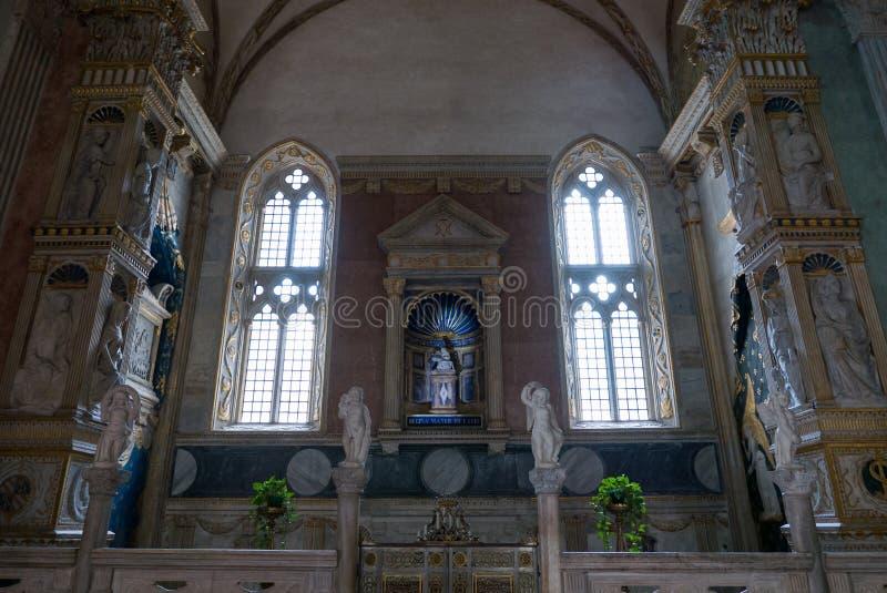 在Tempio意味马拉泰斯塔寺庙未完成的大教堂教会的Malatestiano里面命名对于圣弗朗西斯 库存照片