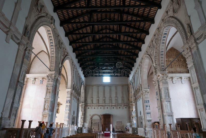 在Tempio意味马拉泰斯塔寺庙未完成的大教堂教会的Malatestiano里面命名对于圣弗朗西斯 免版税库存图片