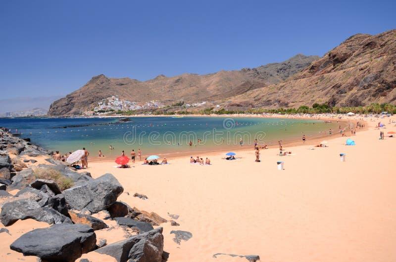 在Teresitas海滩的美丽如画的出色的意见在特内里费岛海岛上 免版税库存图片