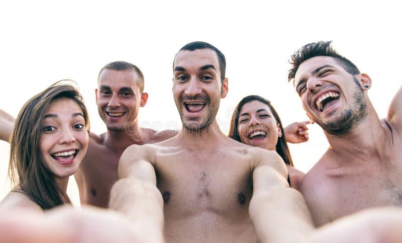 在Th海滩的滑稽的selfies 库存照片