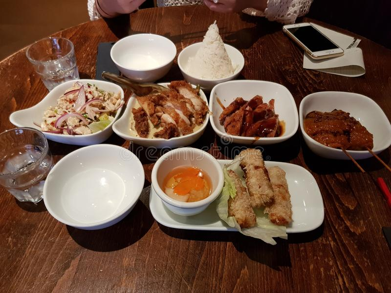 在Thairestaurant的膳食柏林& x22的; Transit& x22; 免版税库存照片