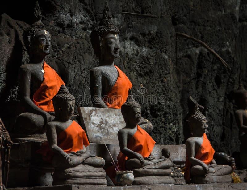 在Tham Khao Luang寺庙,泰国的Buddhas 免版税图库摄影