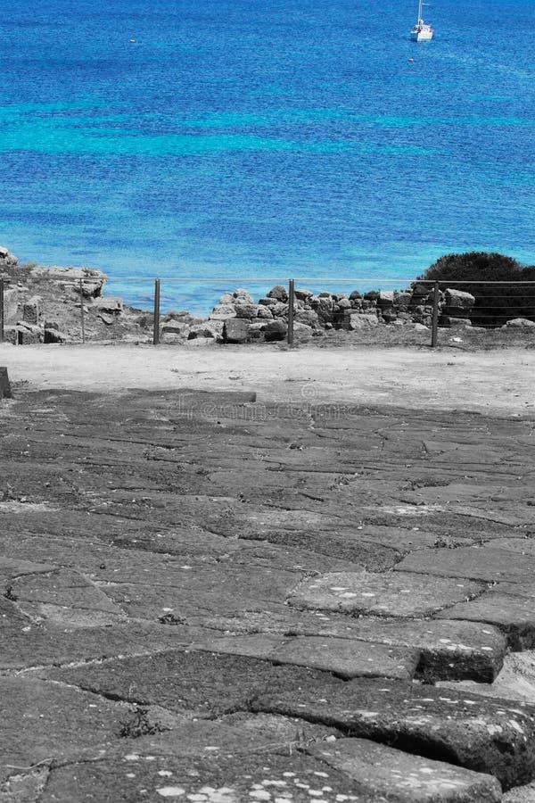 在Tharros海岸线的有选择性的不饱和化 免版税库存照片