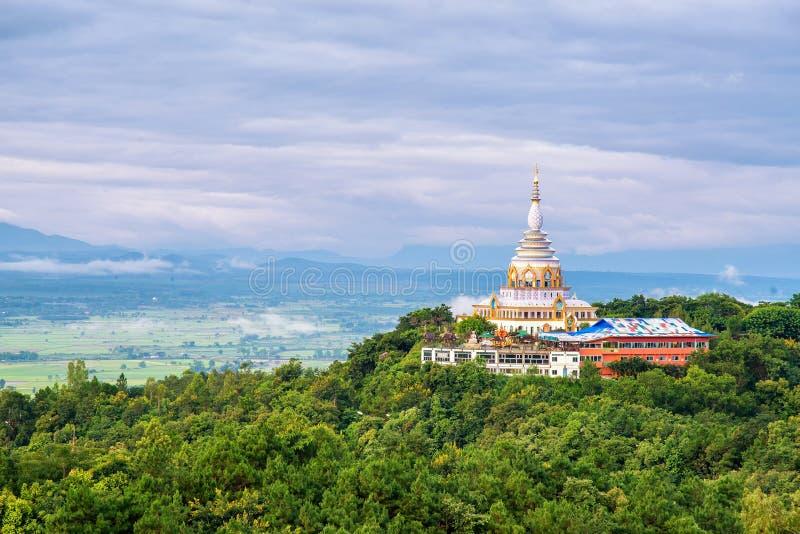 在thaton寺庙的生气勃勃早晨和chedi keaw 库存图片