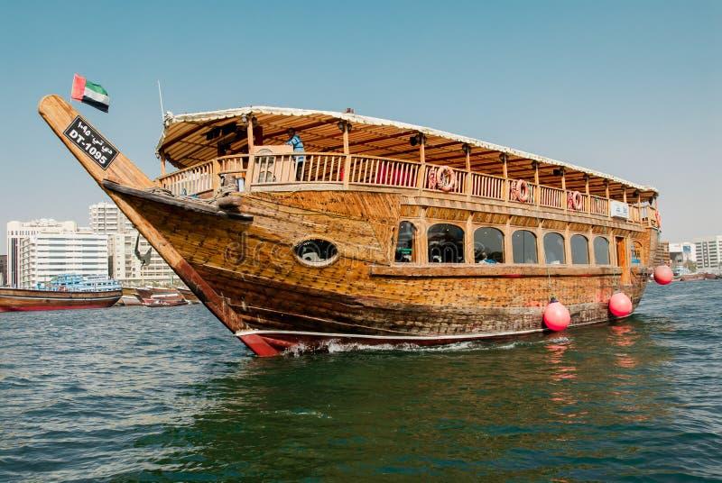 在The Creek的传统单桅三角帆船Deira的,迪拜,阿拉伯联合酋长国 库存图片