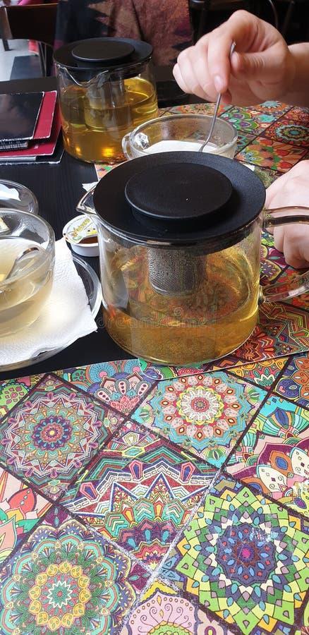 在timisoara罗马尼亚餐馆小的河内小餐馆的Sencha绿茶 免版税库存图片