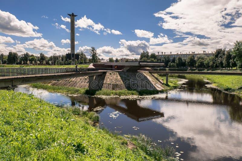 在Tmaka河堤防的战争纪念建筑在市特维尔,俄罗斯 免版税库存照片