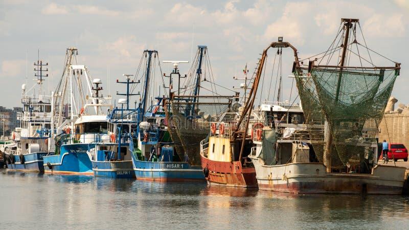 在Tomis口岸的商业渔船从康斯坦察罗马尼亚 免版税库存图片