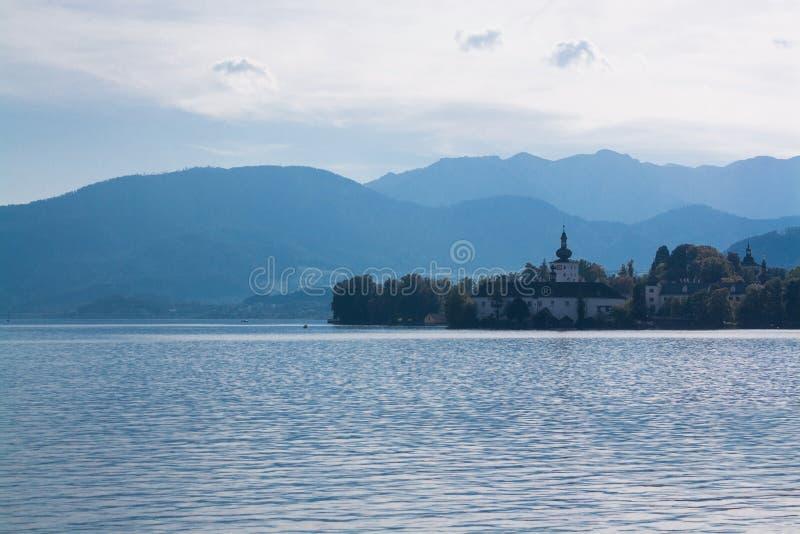 在Traunsee湖,格蒙登,奥地利的Schloss Ort 图库摄影