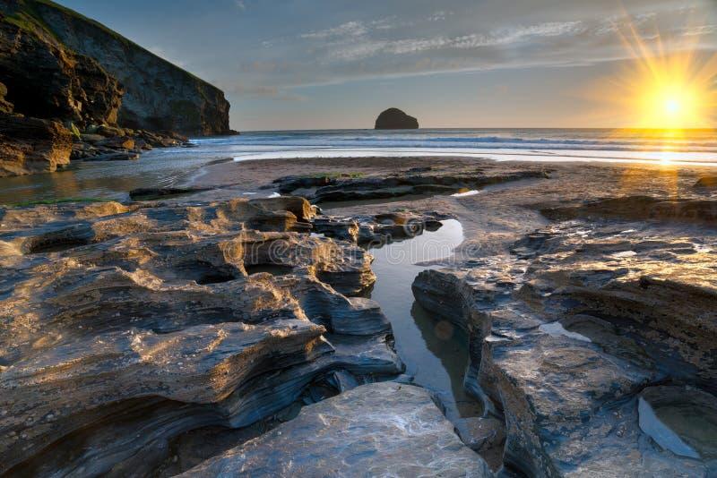 在Trebarwith的海滩在康沃尔郡 免版税库存图片