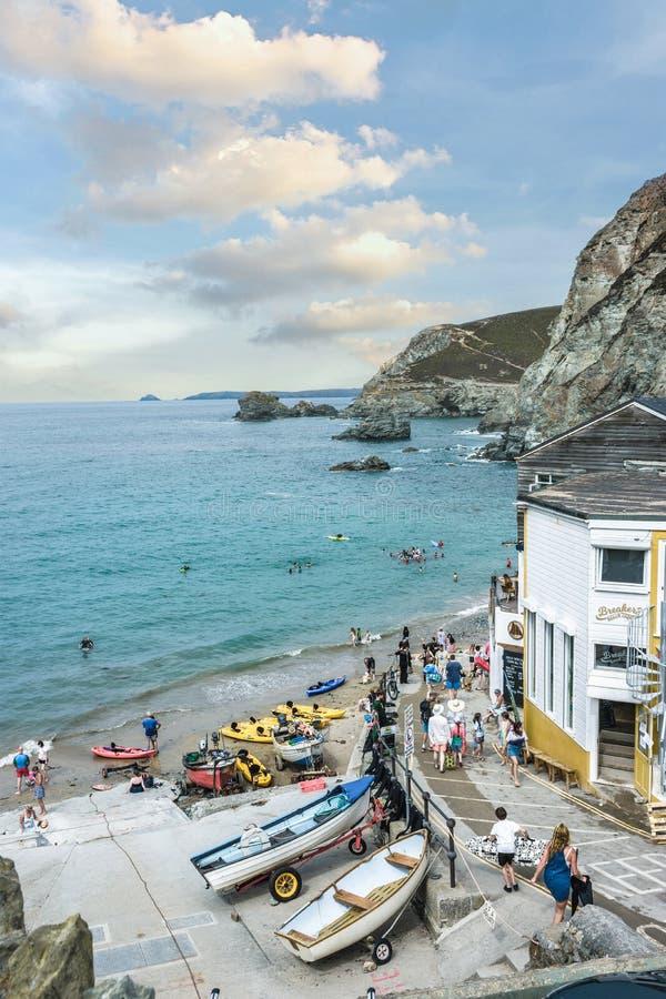 在Trevaunance小海湾的一个夏日,StAgnes 免版税库存图片