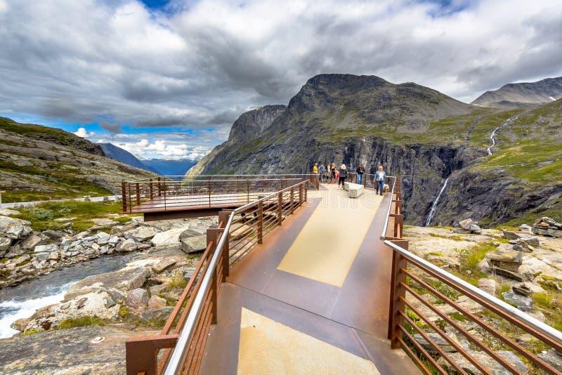 在Trollstigen路旅游景点的观测台 免版税库存照片