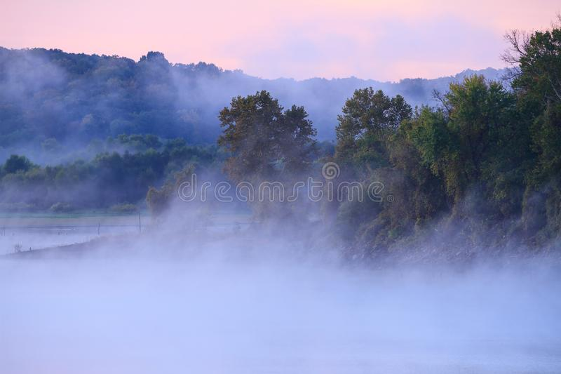 在Truman湖的雾 图库摄影