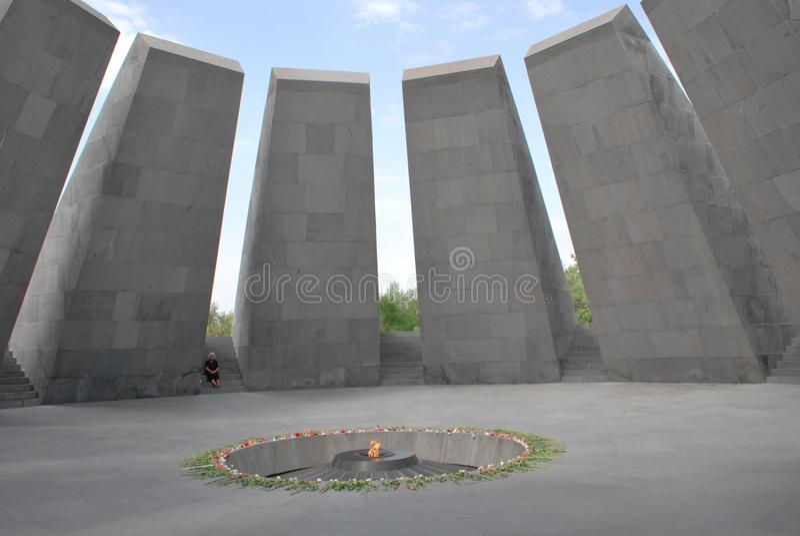 在Tsitsernakaberd小山的亚美尼亚种族灭绝纪念复合体在耶烈万,亚美尼亚 免版税库存照片
