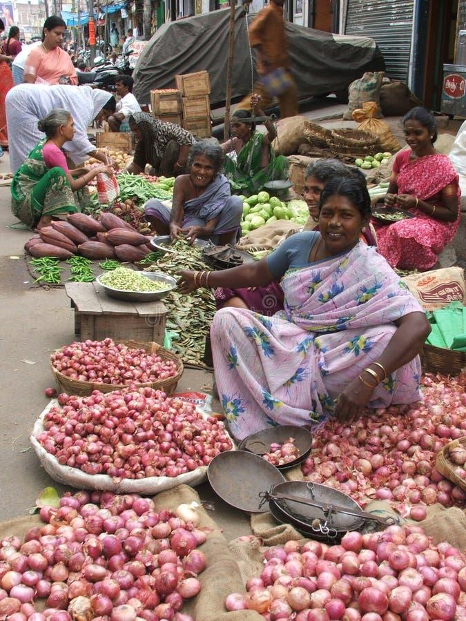 在Tsnuami以后的印第安市场妇女2004年 图库摄影