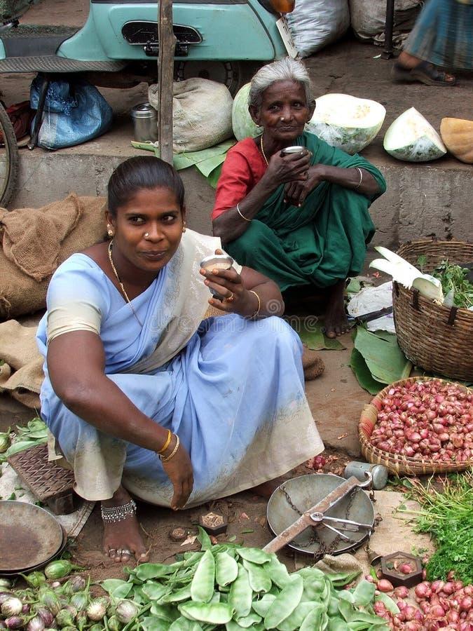 在Tsunmai以后的印第安市场2004年 库存照片