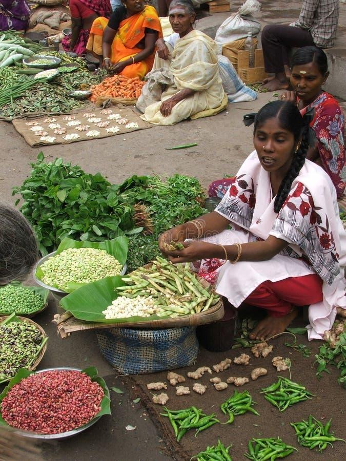 在Tsunmai以后的印第安市场2004年 库存图片
