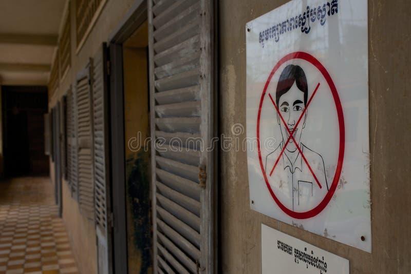 在Tuol Sleng监狱的没有微笑的标志 库存照片