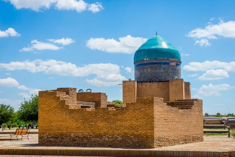 在Turkistan陵墓,哈萨克斯坦的Madrassa 免版税库存照片
