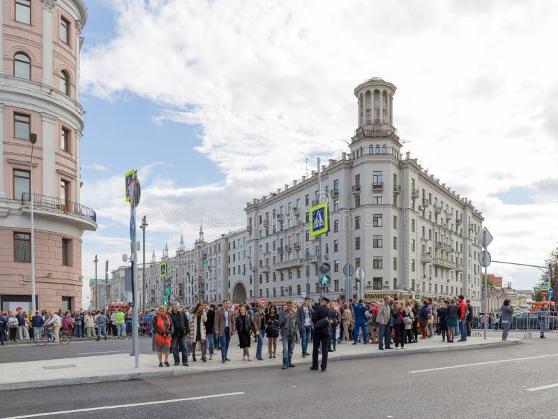 在Tverskaya街,莫斯科上的人们 库存图片