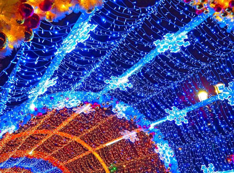 在Tverskoy大道,特写镜头的五颜六色的隧道 圣诞节,假日装饰在莫斯科,俄罗斯 库存照片