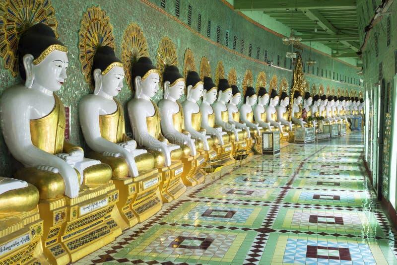 在U极小的Thonze塔的菩萨雕象在实皆,曼德勒, Myan 免版税图库摄影
