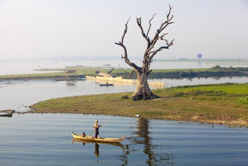 在U Bein桥梁,缅甸的日落 免版税库存图片