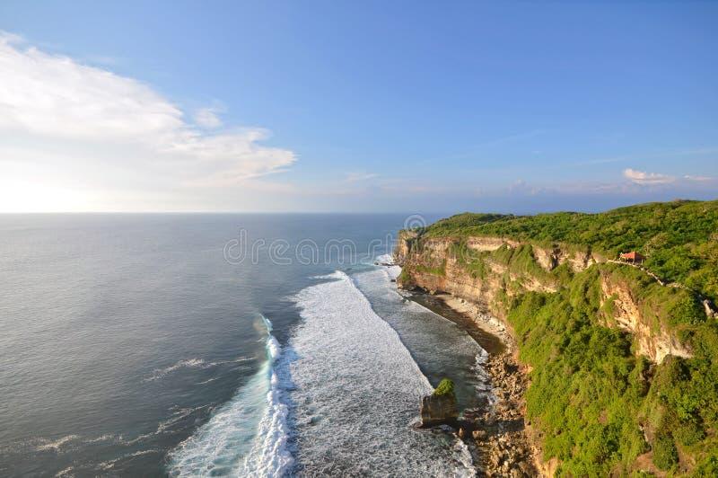 在Uluwatu,巴厘岛印度尼西亚的大峭壁 免版税图库摄影