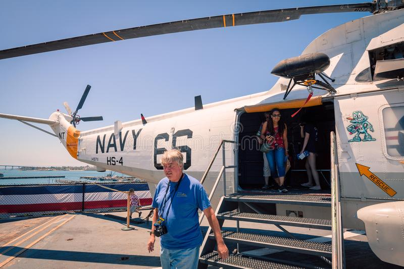 在Uss中途航空母舰博物馆上的SH-3海军海盗头子直升机圣地亚哥港口加利福尼亚明白夏日 免版税库存图片