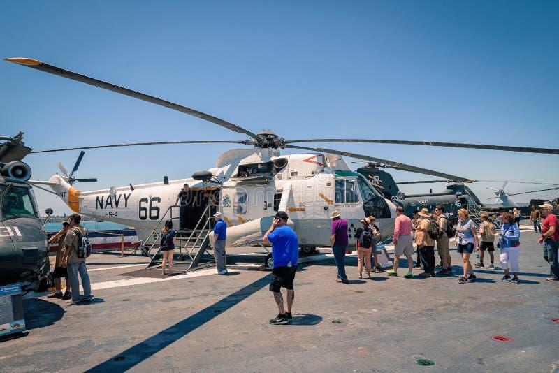 在Uss中途航空母舰博物馆上的SH-3海军海盗头子直升机圣地亚哥港口加利福尼亚明白夏日 库存图片