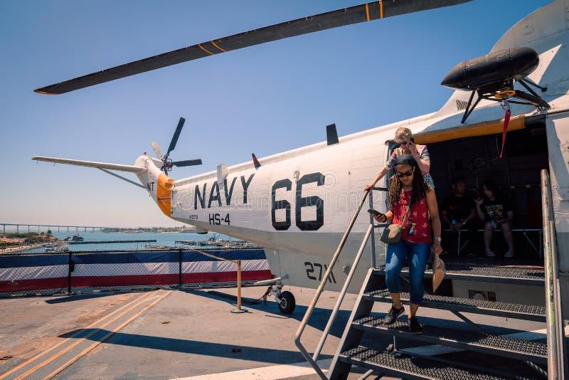 在Uss中途航空母舰博物馆上的SH-3海军海盗头子直升机圣地亚哥港口加利福尼亚明白夏日 库存照片