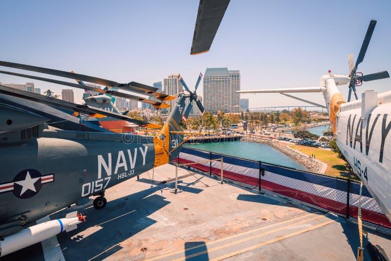 在Uss中途航空母舰博物馆上的SH-3海军海盗头子直升机圣地亚哥港口加利福尼亚明白夏日 免版税图库摄影