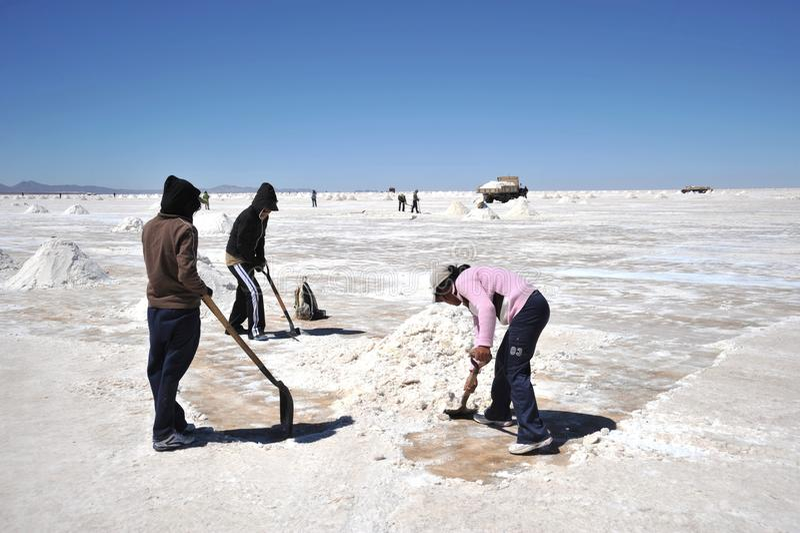 在Uyuni盐舱内甲板的盐产品,被烘干盐湖在Altiplano 图库摄影