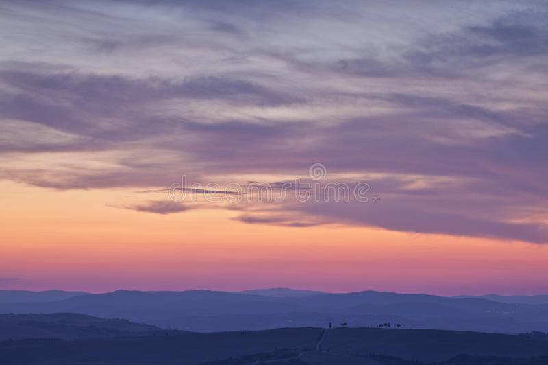 在Val D'Orcia,托斯卡纳,意大利的日落 库存照片