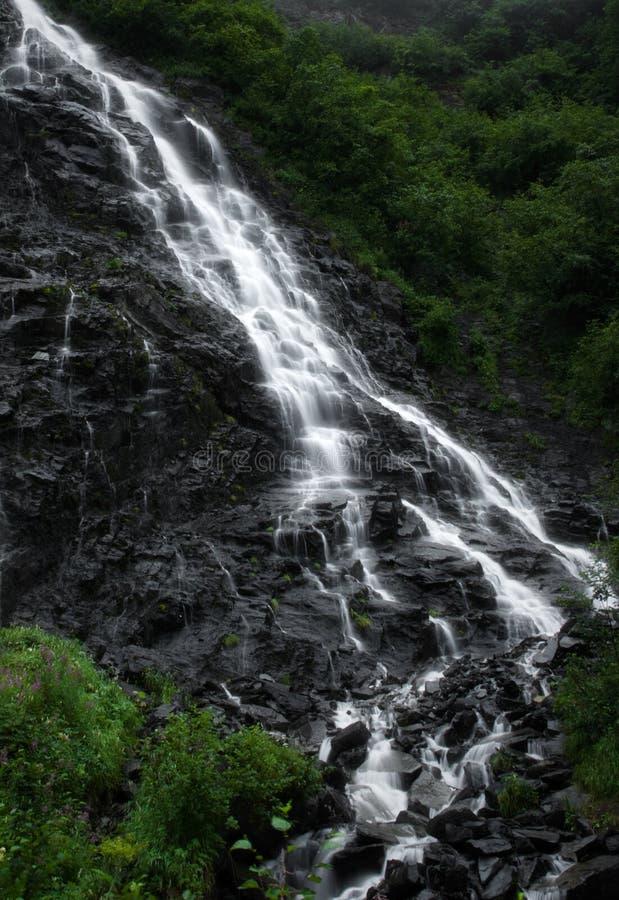 在valdez瀑布之外的阿拉斯加 免版税库存照片